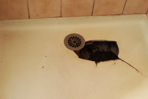 Shower Base Repairs – Don't Delay Getting That Crack Repaired
